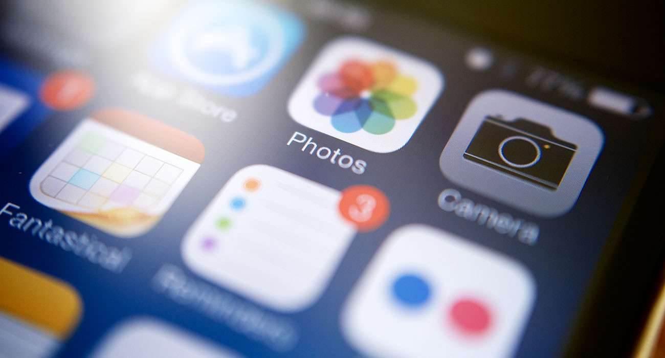 Jak radzić sobie z małą ilością pamięci w iPhone  poradniki, polecane mało pamięci w iPhone, mało pamięci iPhone, mało miejsca w iPhone, jak zwiększyć miejsce w iPhone, Jak radzić sobie z małą ilością pamięci w iPhone, iPhone, co zrobić mało miejsca w iPhone, Apple  Obecnie wielu z Was pewnie używa iPhone`ów z 16GB pamięci. Często podyktowane jest to ceną urządzenia, w wyniku czego wybieracie tańsze rozwiązanie. W rezultacie macie zbyt mało miejsca na wasze dane, czyli muzykę filmy, gry, programy i wiele innych. iOS7 1300x700