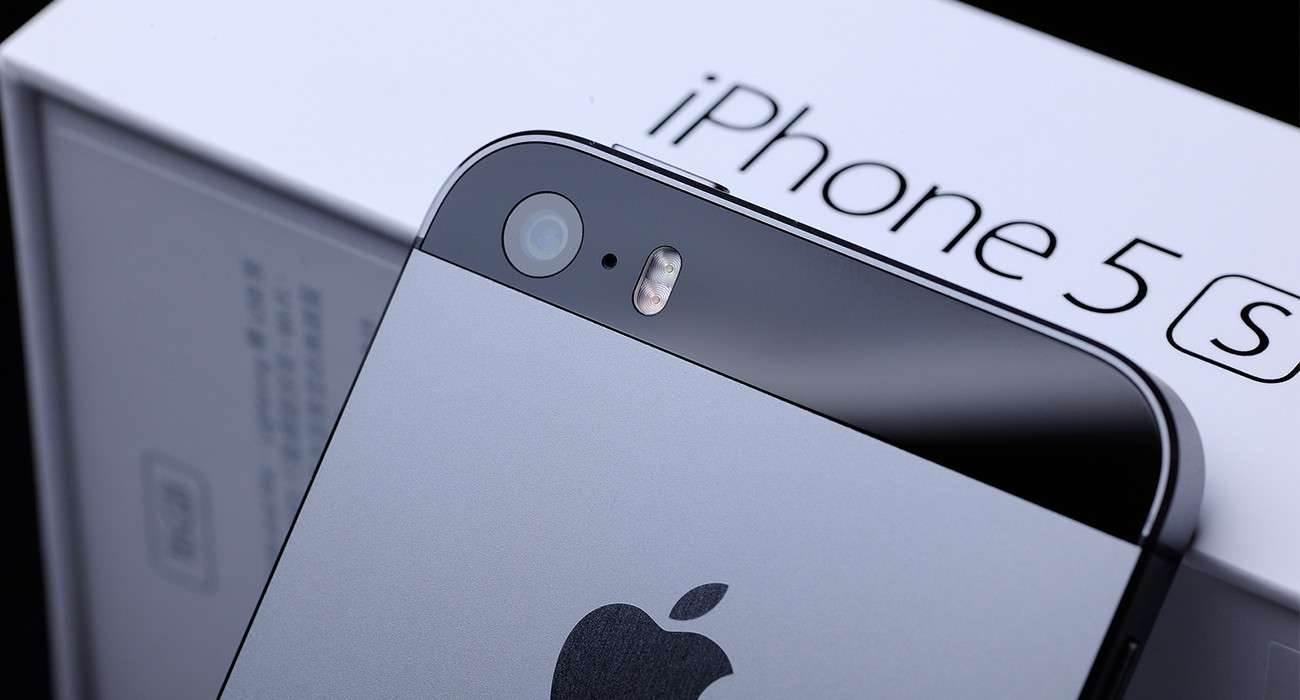 Apple wypuszcza iOS 12.5.1 dla starszych urządzeń polecane, ciekawostki lista zmian, iOS 12.5.1, co nowego w iOS 12.5.1, Aktualizacja  Dosłownie kilka minut temu, Apple udostępniło nową wersje iOS 12.5.1 dla starszych urządzeń nie kompatybilnych już z iOS 13 i iOS 14. iPhone5S 1300x700