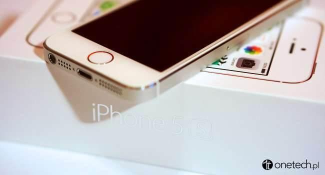 iPhone 5s po 3 miesiącach używania - moje spostrzeżenia recenzje, polecane zalety, wady, trzy miesiące z iPhone 5s, Recenzja, polska recenzja iPhone 5s, polska recenzja, opis urządzenia, opis iPhone 5s, jak działa iphone 5s, iPhone 5s, iPhone, czy warto kupić iPhone 5s, Apple  Po trzech miesiącach z iPhonem 5s jestem bardzo zadowolony, i nie żałuję wydanych na niego pieniędzy. System od tego czasu poza bardzo drobnymi błędami nie złapał zadyszki lub zmrożeń i działa idealnie.  iPhone5s.onetech.pl  650x350