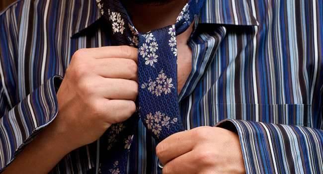 Nie wiesz jak poprawnie zawiązać krawat? Ta darmowa aplikacja na iPhone Ci w tym pomoże gry-i-aplikacje TieRight, Przecena, Promocja, metody wiązania krawata, Jak wiązać krawat, iPhone, iPad, Apple, App Store, Aplikacja  Jeśli mieliście, czy też macie problemy z wiązaniem krawata, to mamy dla Was świetną aplikacje, która Wam w tym pomoże i to zupełnie za darmo! Krawat1.onetech.pl  650x350