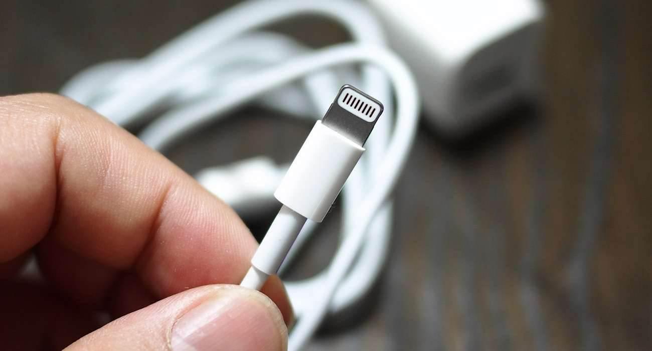 iPhone 12 nadal będzie posiadał złącze Lightning polecane, ciekawostki iPhone 12, Apple  Według najnowszych i wiarygodnych źródeł, iPhone 12, który zostanie zaprezentowany w tym roku niestety nadal będzie posiadał złącze Lightning, a nie tak długo przez wszystkich oczekiwane USB-C. Lightning 1300x700