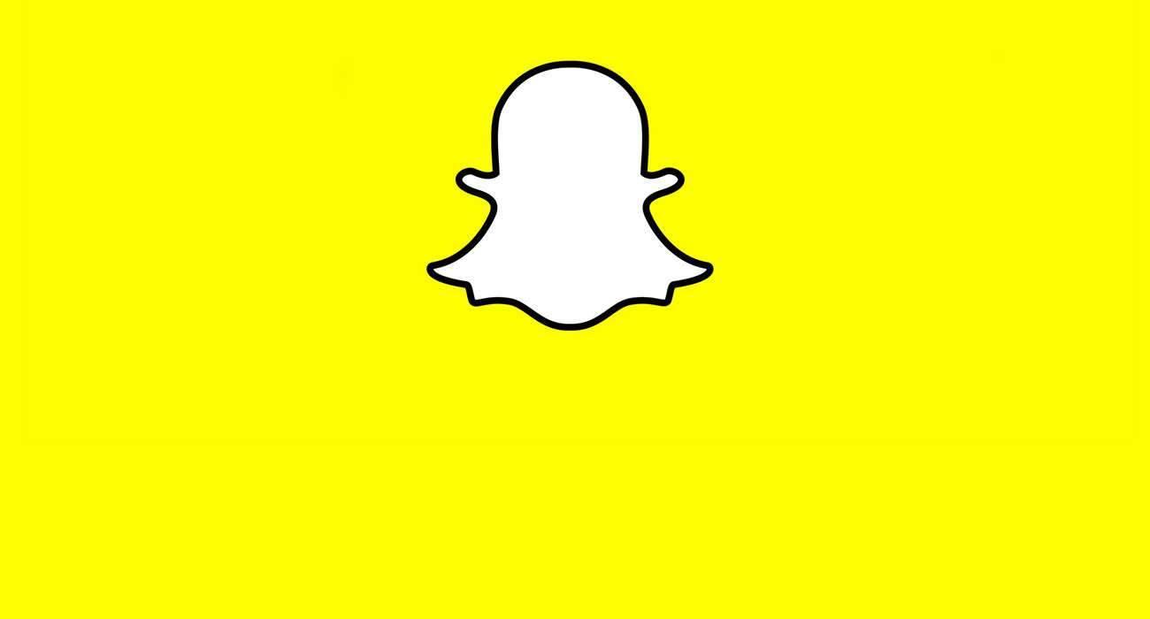 Snapchat chce powtórzyć sukces FaceApp. W aplikacji  pojawił się filtr postarzania twarzy polecane, ciekawostki Snapchat, postarzanie twarzy, filtr  Snap wprowadził w swojej aplikacji Snapchat nowy filtr postarzania twarzy, który azywa się Time Machine i pozwala zmieniać wiek w czasie rzeczywistym. snapchat 1300x700