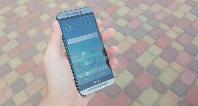 HTC One M9 - recenzja urządzenia recenzje, polecane, ciekawostki zalety HTC One M9, wady HTC One M9, recenzja HTC One M9, polska recenzja HTC One M9, jak działa HTC One M9, HTC One M9, HTC, czy warto kupić HTC One M9  Wyobraźcie sobie, że jesteście na miejscu producenta urządzeń mobilnych i pracujecie nad kolejnym smartfonem, który zmieni bieg historii. Zaczniecie eksperymentować, aby przykuć uwagę konsumentów, czy postawicie na kosmetyczne zmiany, zachodzące wewnątrz i w oprogramowaniu? Według mnie odpowiedź jest prosta, zostajemy przy sprawdzonej formule, którą poprawiamy, eliminując bolączki poprzednika, dopóki nie osiągniemy zamierzonego efektu. HTCM9 650x350