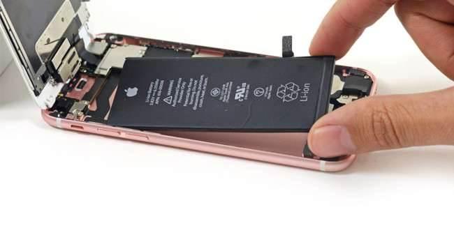 Koszt złożenia iPhone'ów 6s polecane, ciekawostki koszt produkcji iPhone 6s, koszt, iPhone 6s, ile kosztuje złożenie iPhone 6s  Zastanawialiście się ile kosztuje wyprodukowanie pojedynczego iPhone?a 6s jeśli chodzi o same elementy, czyli jaki procent ceny to rzeczywista opłata za urządzenie, a ile idzie na rozwój, marketing oraz na konto firmy? Oto przybliżone wartości komponentów iPhone?a 6s. iPhone6s6 650x350