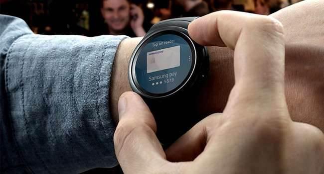 Moje 3 pytania do Samsunga odnośnie smartwatcha Gear S2 ciekawostki Samsung Gear S2, kompatybilność Gear S2, jak działa Gear S2, gear s2, cena Gear S2  Samsung na tegorocznych targach IFA zaprezentował przepiękny inteligentny zegarek, który będzie dostępny w sprzedaży od października bieżącego roku. sams 650x350