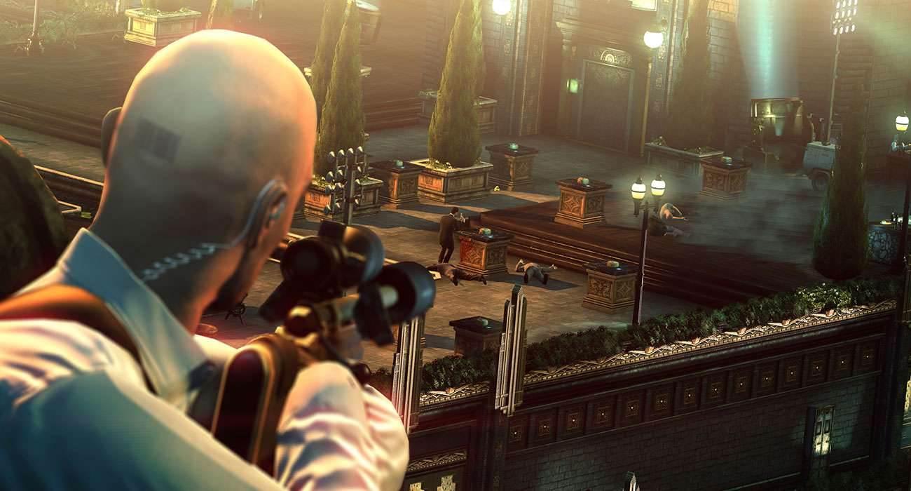 Hitman Sniper - recenzja gry recenzje, gry-i-aplikacje zalety, wady, recenzja Hitman Sniper, recenzja gry Hitman Sniper, polska recenzja Hitman Sniper, Hitman Sniper na iOS, Hitman Sniper, czy warto kupić Hitman Sniper  Cały czas obserwowałem jednego ze strażników przez lunetę karabinu snajperskiego, czułem jakbym go znał, nie wspominając o wrażeniu, że to osoba, jak każda inna. To dopiero początek podjeżdża SUV z celem do zdjęcia, albo zdejmuję go teraz i nikt nie zauważy, albo decyduję się strzał w samochód obok, aby go zwabić i wtedy zakończyć jego żywot. Htman