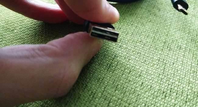 Dwustronny kabel USB - microUSB BlitzWolf recenzje, akcesoria Recenzja, polska recenzja, microUSB BlitzWolf, kabel, Dwustronny kabel microUSB BlitzWolf, Akcesoria  Wygląda jak zwykły kabel USB - microUSB? Nie prawda, kabel firmy BlitzWolf jest odwracalny z obu stron, więc użytkownik nie musi się martwić o stronę, którą wtyka kabel do urządzenia mobilnego, akcesorium lub komputera podczas wymiany danych. Zastanawiam się tylko dlaczego nie wprowadzono ich na samym początku, a dopiero po paru latach ktoś wpadł na tak świetny pomysł. kabel 650x350