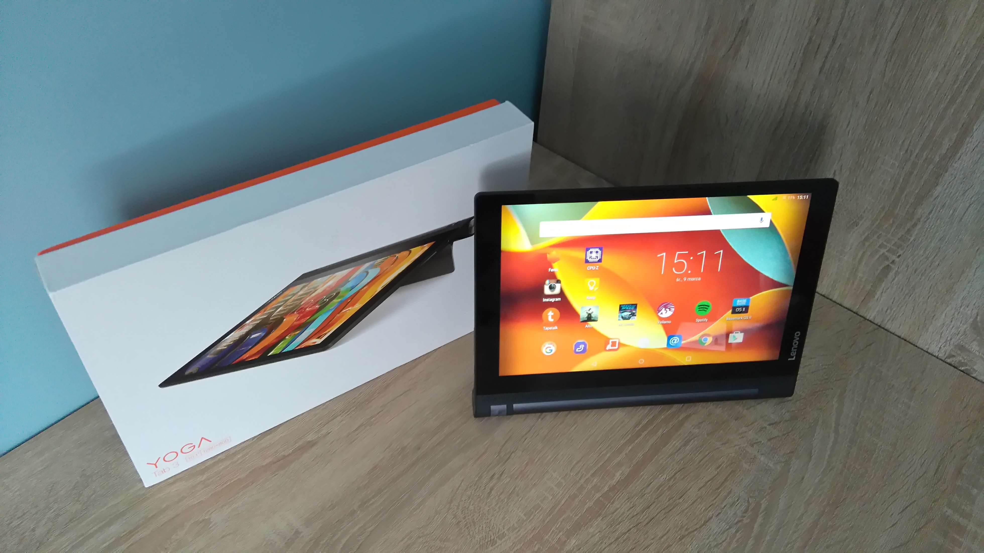 Lenovo Yoga Tab 3 LTE - recenzja urządzenia recenzje, polecane zalety, yoga tab 3, wady, Tablet, polska recenzja Lenovo Yoga Tab 3 LTE, polska recenzja, Lenovo Yoga Tab 3 LTE, lenovo, jak działa Lenovo Yoga Tab 3 LTE, czy warto kupić Lenovo Yoga Tab 3 LTE, cena Lenovo Yoga Tab 3 LTE  Nie ma się co oszukiwać, większość obecnie dostępnych tabletów wygląda niemal tak samo i różnią je od siebie drobne szczegóły wprowadzane do wzornictwa z generacji na generację, ale jednym z odmiennych modeli jest bez wątpienia seria tabletów Yoga, wprowadzona na rynek mobilny przez Lenovo. Czy przednie głośniki stereo i fabrycznie zamontowany stojak wystarczy, aby przykuć uwagę potencjalnego nabywcy? DSC 0010 2