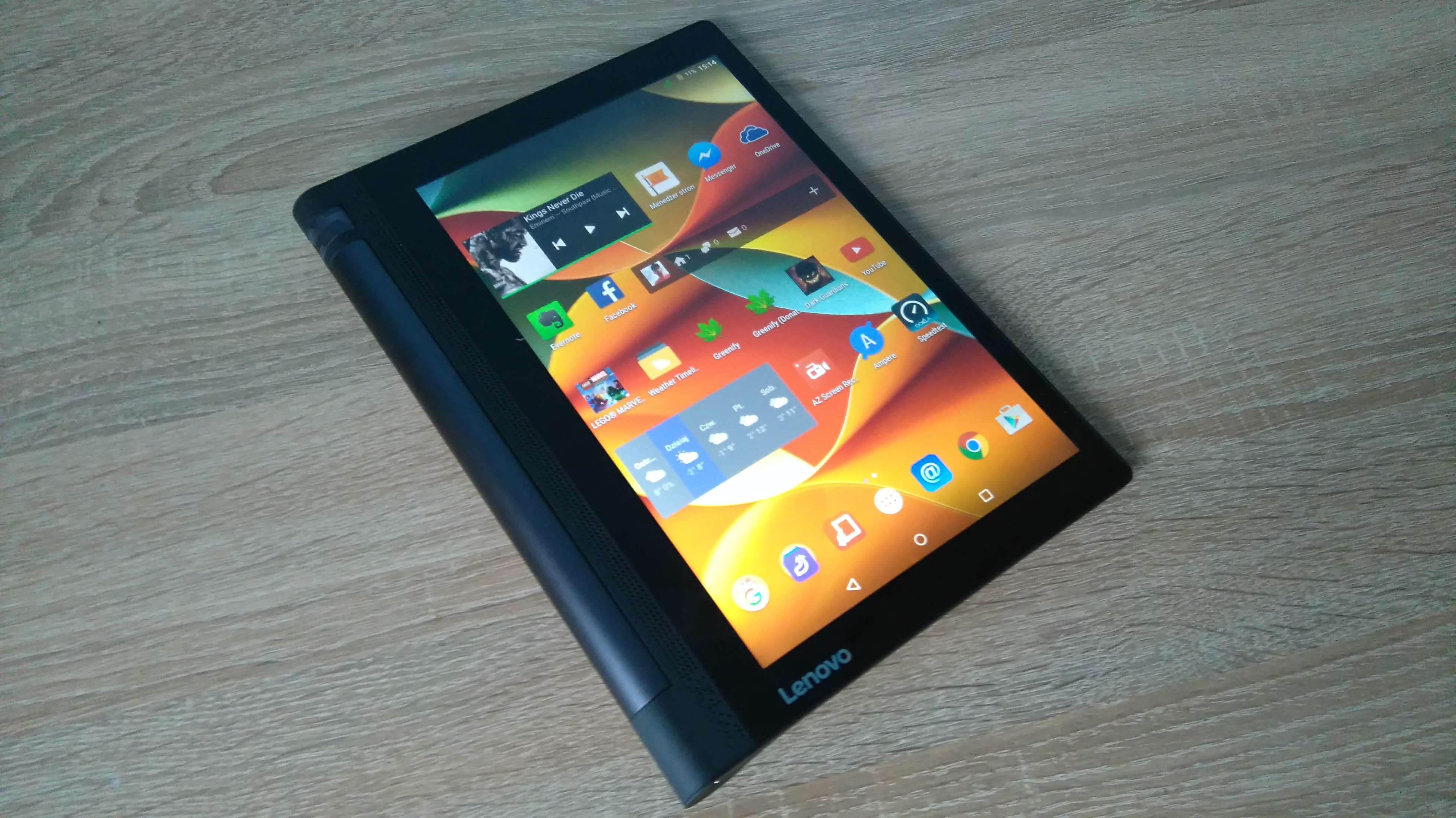 Lenovo Yoga Tab 3 LTE - recenzja urządzenia recenzje, polecane zalety, yoga tab 3, wady, Tablet, polska recenzja Lenovo Yoga Tab 3 LTE, polska recenzja, Lenovo Yoga Tab 3 LTE, lenovo, jak działa Lenovo Yoga Tab 3 LTE, czy warto kupić Lenovo Yoga Tab 3 LTE, cena Lenovo Yoga Tab 3 LTE  Nie ma się co oszukiwać, większość obecnie dostępnych tabletów wygląda niemal tak samo i różnią je od siebie drobne szczegóły wprowadzane do wzornictwa z generacji na generację, ale jednym z odmiennych modeli jest bez wątpienia seria tabletów Yoga, wprowadzona na rynek mobilny przez Lenovo. Czy przednie głośniki stereo i fabrycznie zamontowany stojak wystarczy, aby przykuć uwagę potencjalnego nabywcy? DSC 0021