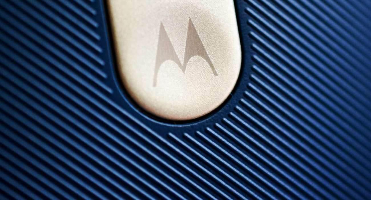 Prototyp Moto X (2016) z wyświetlaczem Shattershield ciekawostki Motorola, Moto X 2016, Moto X (2016) z wyświetlaczem Shattershield, 2016  Ostatnio pojawiło się wiele informacji, związanych z tegoroczną odsłoną Moto X, choć najpierw pojawiły się jedynie grafiki prasowe, a ostatnio komuś udało się zrobić zdjęcie nietłukącego się ekranu. moto 1