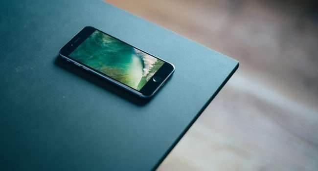 iOS 10 - nowa tapeta do pobrania polecane, ciekawostki tapeta z ios 9, nowa tapeta w iOS 10, iPhone 5c, iOS 10 tapeta do pobrania, iOS 10 tapeta, iOS, Apple  Jak zapewne pamiętacie w dniu wczorajszym Apple udostępniło deweloperom pierwszą betę iOS 10. Jedną ze zmian w nowym iOS jest pojawienie się nowej tapety. tapeta 650x350