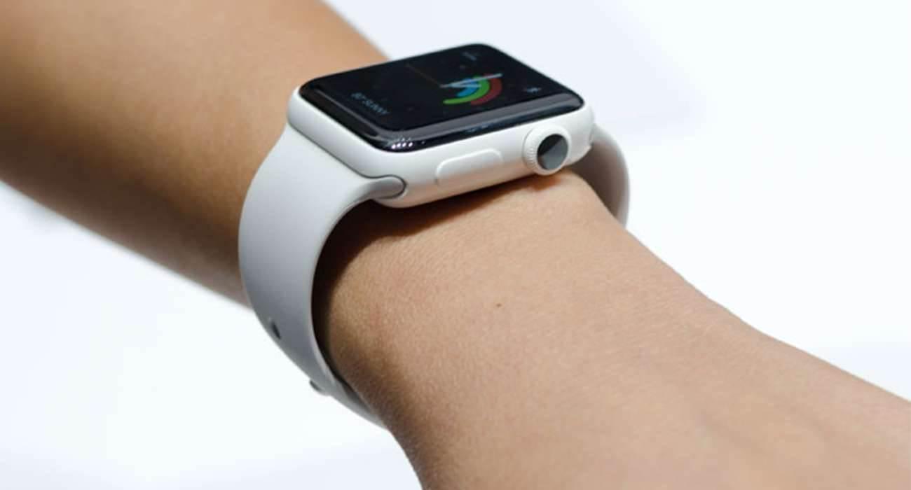 Zobacz unboxing ceramicznego Apple Watch Series 2 ciekawostki Wideo, Unboxing, rozpakowanie, ceramiczny Apple Watch Series 2, cena ceramicznego Apple Watch Series 2, Apple Watch Series 2  Po wydaniu Apple Watch Series 2, Apple usunęło ze swojej oferty złotą wersję iZegarka i zamiast tego wprowadziło wersję ceramiczną. AppleWatch2