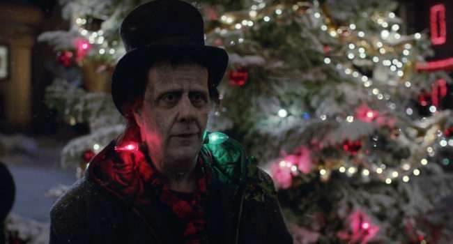"""""""Frankie?s Holiday"""" - świąteczna reklama Apple ciekawostki Youtube, Wideo, święta 2016, Święta, świąteczna reklama apple, frankenstain, Apple  Jak co roku o tej porze dosłownie kilka minut temu na YouTube firmy Apple pojawiła się świąteczna reklama zatytułowana """"Frankie?s Holiday"""". reklama 650x350"""
