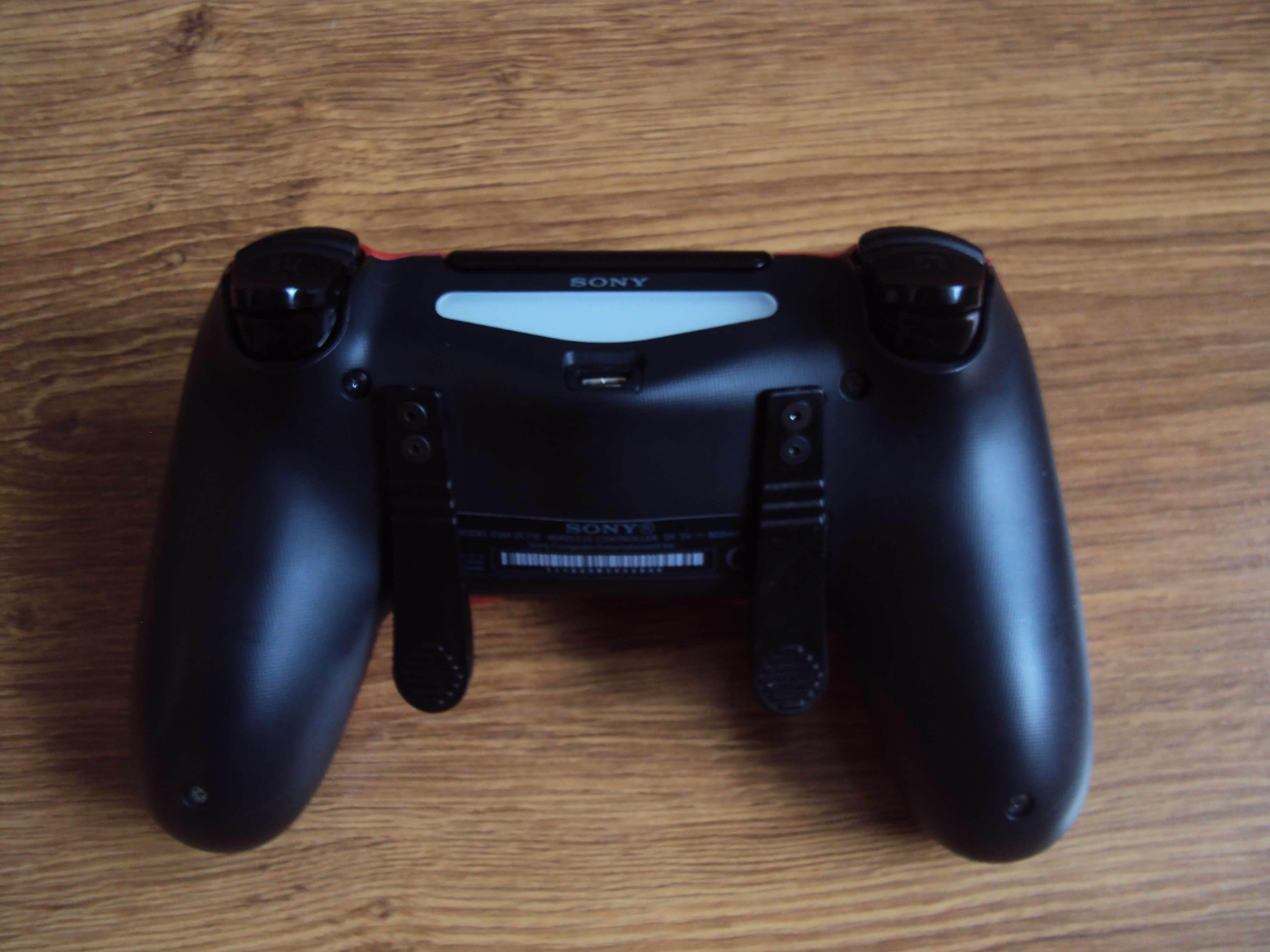 Sony DualShock 4 (ShockControllers) - test i recenzja recenzje, ciekawostki Sony DualShock 4, ShockControllers, Recenzja  Do tej pory moim jedynym niestandardowym kontrolerem (przynajmniej według wyglądu) był DualShock 4 z limitowanej edycji Metal Gear Solid V The Phantom Pain. DSC02656