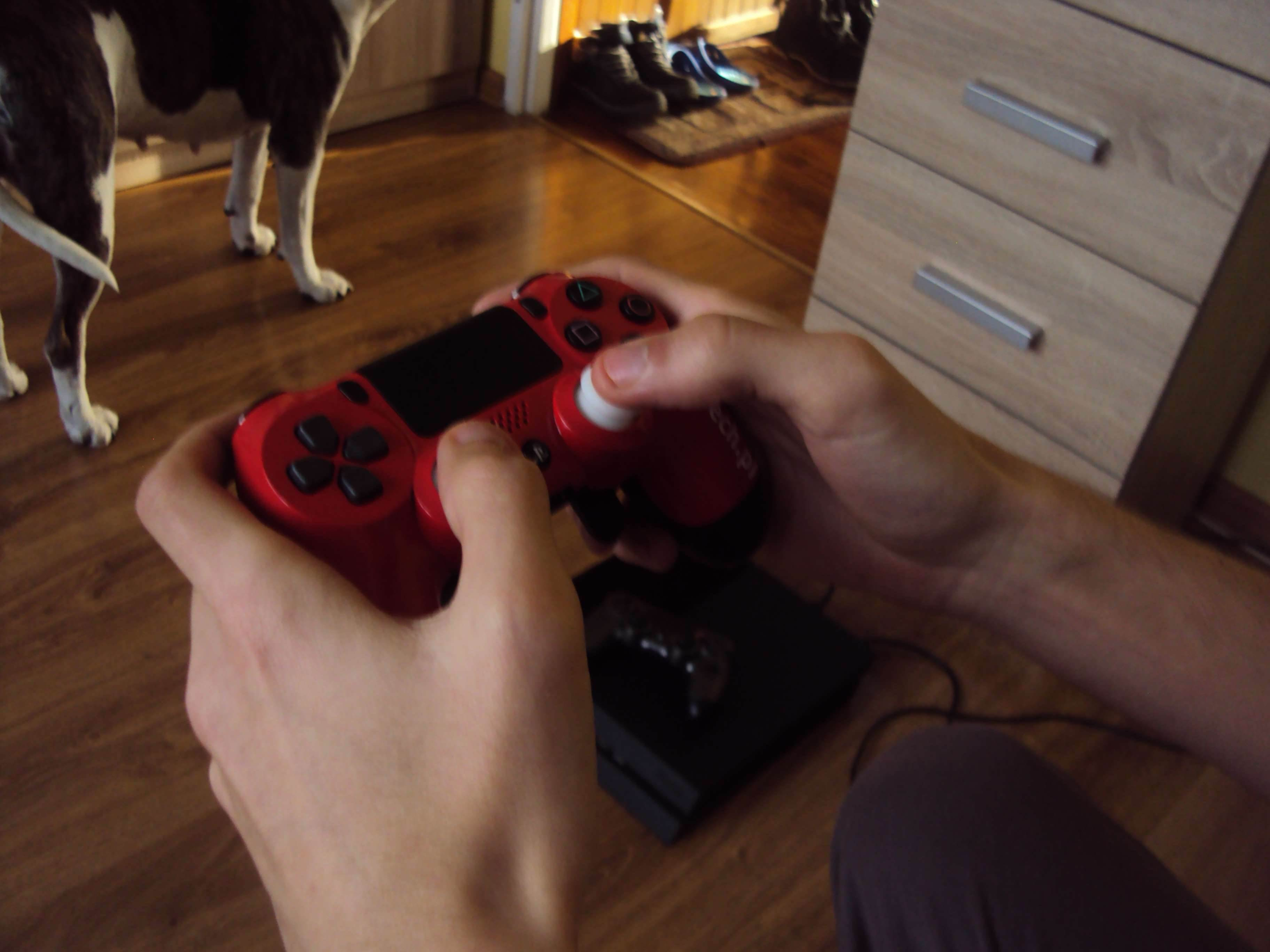 Sony DualShock 4 (ShockControllers) - test i recenzja recenzje, ciekawostki Sony DualShock 4, ShockControllers, Recenzja  Do tej pory moim jedynym niestandardowym kontrolerem (przynajmniej według wyglądu) był DualShock 4 z limitowanej edycji Metal Gear Solid V The Phantom Pain. DSC02667