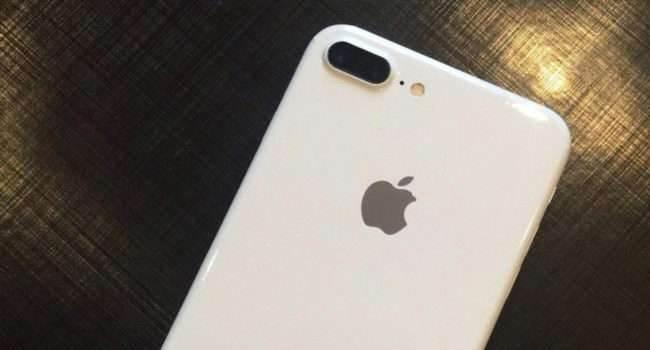 Posiadacze iPhone 7 / 7 Plus narzekają na niedziałający aparat w iOS 14 polecane, ciekawostki niedzialajacy aparat, nie działa latarka, nie działa lampa błyskowa, nie dziala latarka, nie dziala aparat, nie dizala lampa blyskowa, iPhone 7 Plus, iPhone 7, iOS 14, czarne tlo  Właściciele iPhone 7 i iPhone 7 Plus od kilku dni zasypują forum Apple wiadomościami w których narzekają na niedziałający aparat w ich iPhone 7 i iPhone 7 Plus z systemem iOS 14. iPhone7white 650x350