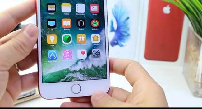 Zobacz jak ukryć Dock w iPhone 6/7 Plus z iOS 10 polecane, ciekawostki Wideo, jak ukryć dock w iPhone, iPhone, iOS, błąd  Nie podoba się Wam dock w Waszym iPhone? W tym wpisie pokażemy Wam prosty sposób, a raczej błąd w iOS 10, który pozwala na jego całkowite ukrycie. dock 650x350