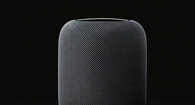 Apple pracuje nad nowym urządzeniem z Siri ciekawostki Siri, Apple  Apple próbuje swoich sił na polu inteligentnych głośników, ale nie idzie im najlepiej. Wiadomo jednak, że już w 2021 roku pojawi się nowe urządzenie wykorzystujące Siri. HomePod logo 650x350