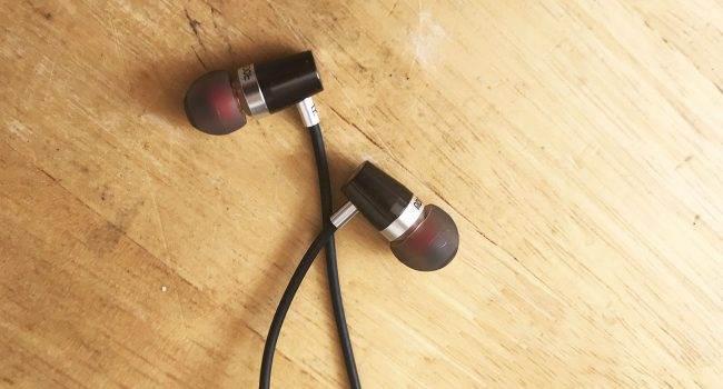 Słuchawki Rock Jaw Audio Alfa Genus v2 - test i recenzja recenzje, akcesoria   Od dłuższego czasu staram się używać wyłącznie bezprzewodowych słuchawek ze swoim iPhone'em 7, choć w domu zazwyczaj używam przewodowych. Właśnie dlatego zdecydowałem się przetestować słuchawki Alfa Genus v2 firmy Rock Jaw Audio. sluchawki 1 650x350