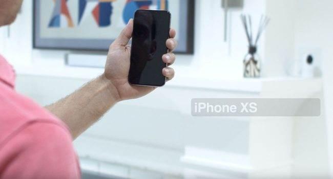 Czy Face ID w iPhone XS i iPhone XS Max jest szybsze od tego w iPhone X? Zobacz najnowszy test polecane, ciekawostki Wideo, test szybkości, jak działa face id w iphone xs max, jak działa face id w iphone xs, Face ID w iphone xs max, Face ID w iPhone XS, Apple  Premiera iPhone?ów XS już za nami, więc w sieci jak co roku pojawiają się przeróżne testy. Tym razem portal iClarfield postanowił sprawdzić szybkość działania FaceID w iPhone XS/XS Max i porównać wyniki z iPhone X.  iPhoneXS faceID 650x350