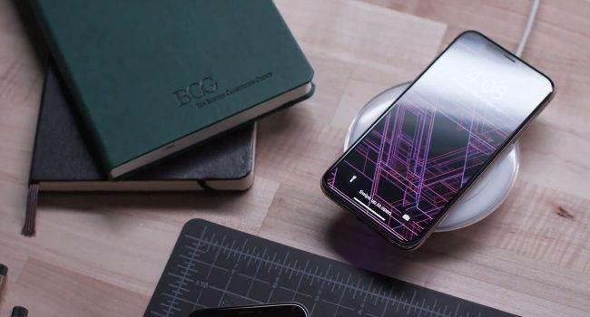 Apple podczas prezentacji nie wspomniało o jednej dość istotnej ?innowacji? iPhone XS polecane, ciekawostki ramka, iPhone XS Max, iPhone XS, Apple  Jak się okazuje, Apple nie wspomniało podczas prezentacji najnowszych XS-ek o jednej dość istotnej zmianie jaka pojawiła się w najnowszych iPhone?ach z ekranem OLED. iPhoneXS recka 650x350