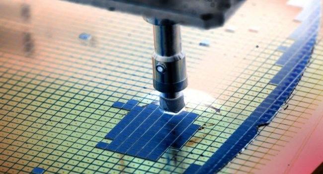 TSMC wyprodukuje 5-nanometrowy procesor dla iPhone 2020 ciekawostki procesor, Apple, A13, 5nm  Wczoraj w sieci pojawiła się informacja, że dostawca chipów TSMC zamierza wyprodukować 5-nanometrowe procesory serii A dla iPhone'a 2020.  5nm 650x350