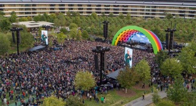 Koncert Lady Gaga z okazji oficjalnego otwarcia Apple Park ciekawostki Wideo, Lady Gaga, koncert, apple park  Zgodnie z przewidywaniami kilka godzin temu na tęczowej scenie Apple Park z okazji oficjalnego otwarcia Apple Park stanęła Lady Gaga. LadyGaga 650x350