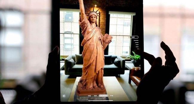 Jak odwiedzić Statuę Wolności bez wychodzenia z domu? ciekawostki Statue of Liberty, statua wolności, rozszerzona rzeczywistość, iPhone, AR, Aplikacja  Nowa aplikacja na iOS - Statue of Liberty - pozwoli Ci odwiedzić Statuę Wolności, bez wychodzenia z domu. Aby wdrożyć projekt, programiści wykorzystali rzeczywistość rozszerzoną. Statua 650x350