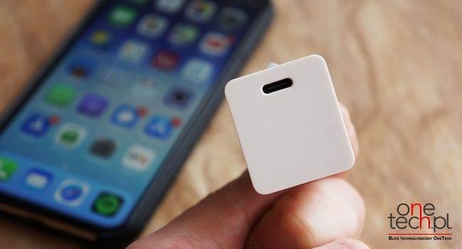 Najmniejsza na rynku szybka ładowarka USB-C o mocy 18W do Twojego iPhone  i iPad recenzje, polecane, ciekawostki tania szybka ładowarka dla iPhone, szybkie ładowanie, szybka ładowarka dla iPhone, mała szybka ładowarka dla iPhone, mała ładowarka dla iPhone, jak szybko naładować iPhone  Posiadasz iPhone?a 8 lub nowszego? Jeśli tak to Twoje iUrządzenie posiada opcję szybkiego ładowania, a więc możesz naładować je w ciągu 30 min od 0 do poziomu 50%. Jak to zrobić? Za pomocą tej, małej i taniej 18W ładowarki! ladowarka 4 650x350