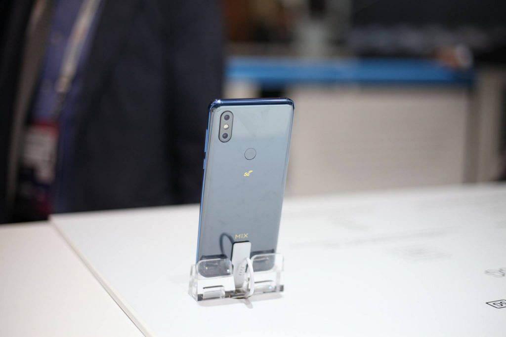 Xiaomi Mi Mix 3 z obsługą 5G już w sprzedaży ciekawostki Xiaomi Mi Mix 3 z 5G, Xiaomi Mi Mix 3, Xiaomi, cena Xiaomi Mi Mix 3  Znana chińska firma Xiaomi ogłosiła rozpoczęcie sprzedaży smartfona Mi Mix obsługującego sieci komórkowe 5G. Nowy Mi Mix 3 5G został zaprezentowany w lutym na MWC 2019. mimix3