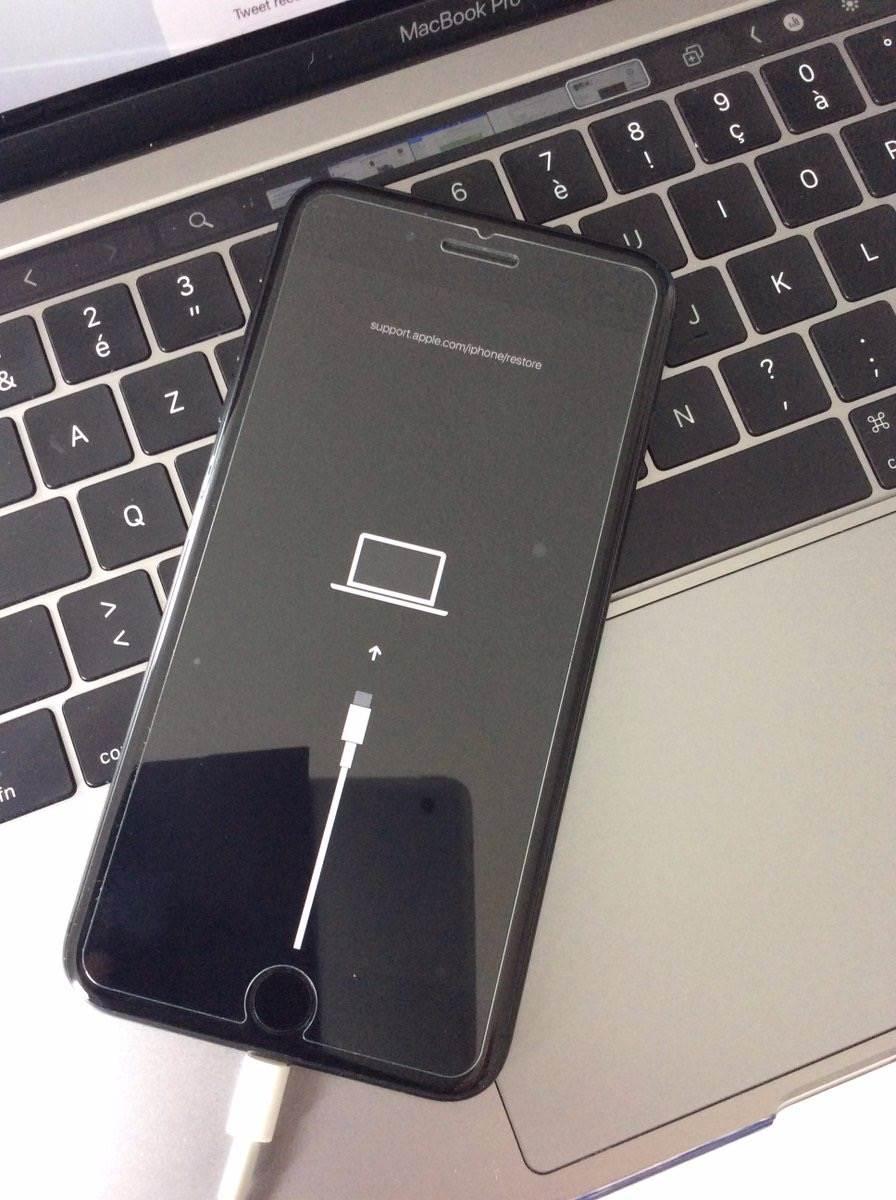 iPhone 11 wreszcie z USB-C - dowód pojawił się w iOS 13 polecane, ciekawostki iPhone 2019 z USB-C, iPhone 11 z USB-C, Apple  iOS 13 ukrywa więcej tajemnic niż się wydaje. W nowym systemie operacyjnym znaleziono dowody na to, że iPhone 11 otrzyma złącze USB-C zamiast Lightning. iPhone USB C