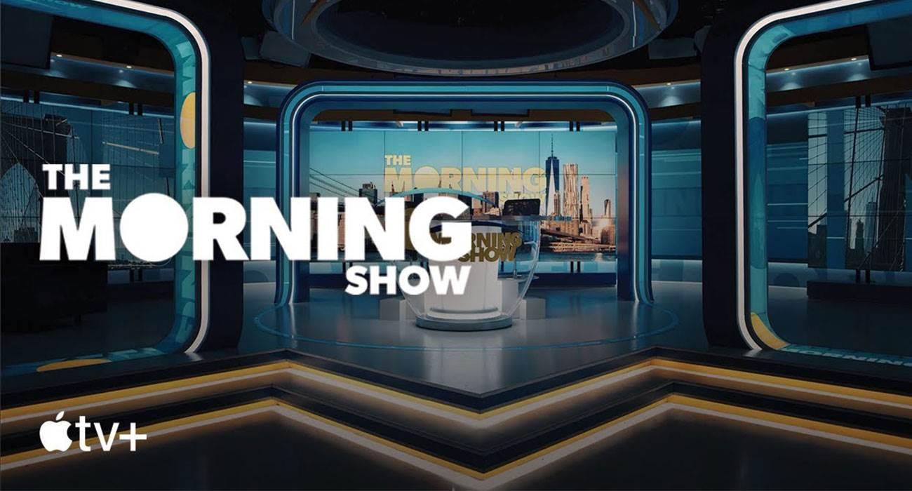 Apple publikuje zwiastun serialu ?The Morning Show?, który zobaczymy w Apple TV+ tej jesieni ciekawostki Youtube, Wideo  Apple stopniowo ujawnia więcej szczegółów na temat własnych programów, które pojawią się już jesienią w nowej usłudze Apple TV+. Morning