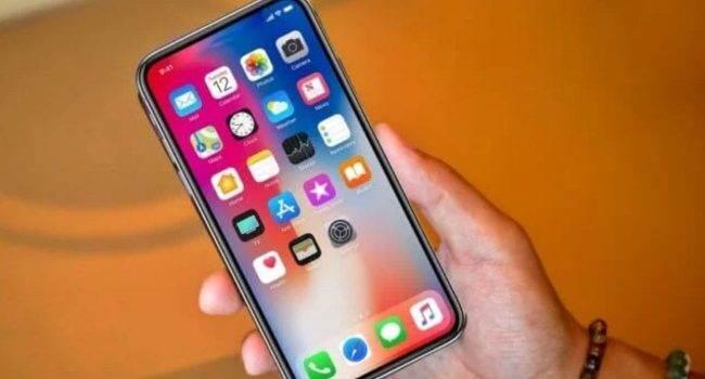 Przyszłość to Face ID, ale czytnik linii papilarnych Touch ID nadal będzie odgrywać ważną rolę polecane, ciekawostki Touch ID, Apple  Apple jako pierwsze zastosowało czytnik linii papilarnych w smartfonach. Technologia Touch ID, jak to często bywa w przypadku produktów i rozwiązań Apple, sprawiła, że ??inni producenci poszli tą samą drogą, a skanery w smartfonach stały się standardem kilka lat temu. iPhoneX 650x350