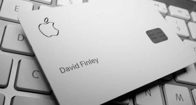 Z jakich materiałów wykonana jest Apple Card? polecane, ciekawostki z czego wykonana jest karta Apple, karta apple, apple card, Apple  Podczas prezentacji Apple Card, gigant z Cupertino mówił, że fizyczna karta Apple wykonana jest z tytanu. Czy tak jest faktycznie? Reporterzy Bloomberg postanowili to sprawdzić. AppleCard 650x350