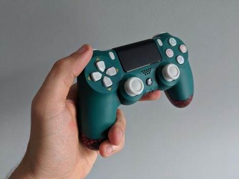 ExtremeRate Dawn Remap Kit - recenzja recenzje, akcesoria test, Recenzja, ExtremeRate, Dualshock 4 v2, Dawn Remap Kit PS4  ExtremeRate przez dłuższy czas zajmowało się sprzedażą tradycyjnych akcesoriów dla kontrolerów i konsol PlayStation 4, Xbox One, a nawet Nintendo Switch. Jednak jeden z ich niedawno wydanych produktów mnie zaintrygował. IMG 20190910 132251 467x350