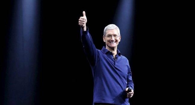 Tim Cook jest gotowy na prezentację iPhone 11 polecane, ciekawostki Tim Cook, prezentacja iPhone 11, iPhone  Tim Cook dyrektor generalny Apple, opublikował zdjęcie Steve Jobs Theater w którym to już dziś zaprezentowany będzie iPhone 11 i Apple Watch Series 5. TimCook 650x350
