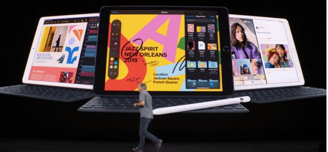 Większy i szybszy. Apple wprowadziło do swojej oferty nowego 10,2-calowego iPada siódmej generacji polecane, ciekawostki Specyfikacja, iPad 2019, iPad 10.2 cala, Apple, 10.2 cala iPad 2019  Firma Apple przedstawiła dziś w ?Steve Jobs Theater? nowy tablet iPad siódmej generacji z 10,2-calowym ekranem, zamiast wcześniejszego znanego 9,7-cala.  iPad102 650x302