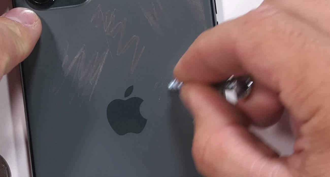 iPhone 11 Pro Max i pierwsze testy wytrzymałościowe ciekawostki wytrzymałość, Wideo, test wytrzymałościowy, iPhone 11 Pro Max, cena  iPhone 11 Pro Max, którego premiera miała miejsce kilka dni temu właśnie trafił w ręce JerryRigEverything, który postanowił sprawdzić wytrzymałość najnowszego dziecka Apple. iPhone11ProMax