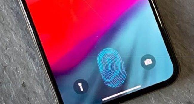 iPhone z Touch ID w ekranie ma zostać wydany w przyszłym roku polecane, ciekawostki Touch ID w ekranie iPhone, Touch ID, iPhone, Apple  Źródła Bloomberg mówią, że inżynierowie firmy Apple chcą zintegrować Touch ID z ekranem. Nie jest to jakaś wielka tajemnica. W sieci mówi się o tym już od kilku ładnych miesięcy. iPhoneX 650x350