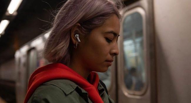 Apple nie nadąża z produkcją AirPods Pro polecane, ciekawostki słuchawki, Apple, AirPods Pro  Najnowsze doniesienia dotyczące AirPods Pro mówią o tym, że Apple zwiększyło ich produkcję z 1 miliona do co najmniej 2 milionów urządzeń miesięcznie. AirPods Pro 2 650x350