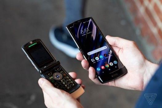 Motorola RAZR z elastycznym ekranem oficjalnie zaprezentowana. Przeszłość stała się przyszłością polecane, ciekawostki Wideo, Motorola RAZR 2019, motorola razr  No i stało się. Motorola zaprezentowała swój nowy smartfon RAZR z elastycznym ekranem, który jest bardzo podobny do RAZR V3. RAZR 1 525x350
