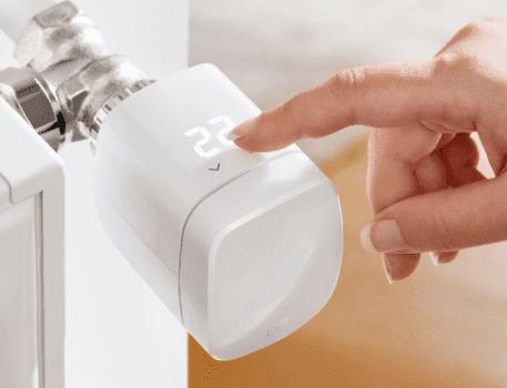 Eve Thermo 3-gen - inteligentna głowica termostatyczna z HomeKit, która zwiększy komfort i wygodę obsługi systemu grzewczego w Twoim domu polecane, ciekawostki homekit, gdzie kupić, Eve Thermo 3-gen, Eve Thermo 3 generacji, Eve Thermo, cena  Szukacie inteligentnej głowicy termostatycznej z obsługą HomeKit? Nie możecie się zdecydować, który model wybrać? Dziś przedstawiamy Wam nowość Eve Thermo 3 generacji. eve2 457x350