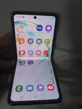 Najnowszy Samsung z klapką w stylu Moto Razr 2019 na pierwszych zdjęciach polecane, ciekawostki Samsung  Użytkownik Ice Universe, który często udostępnia informacje o najnowszych wydarzeniach w branży mobilnej, opublikował ekskluzywne zdjęcia nowego elastycznego smartfona od Samsunga. Sams 1 263x350