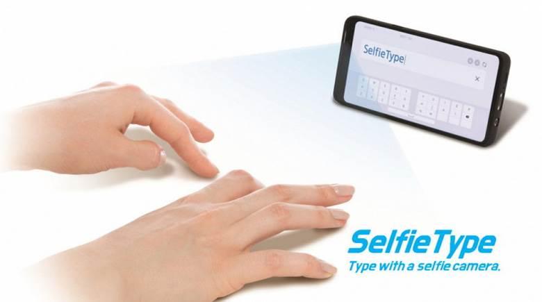 Samsung wymyślił nowy sposób wprowadzania tekstu w smartfonie, tablecie i laptopie polecane, ciekawostki SelfieType, Samsung, nowa klawiatura  Dzisiaj, 30 grudnia 2019 r., Samsung ogłosił, że przedstawi szeroką gamę projektów, nad którymi pracuje na CES 2020 w Las Vegas. selfietype keyboard samsung 1000x558 1 large