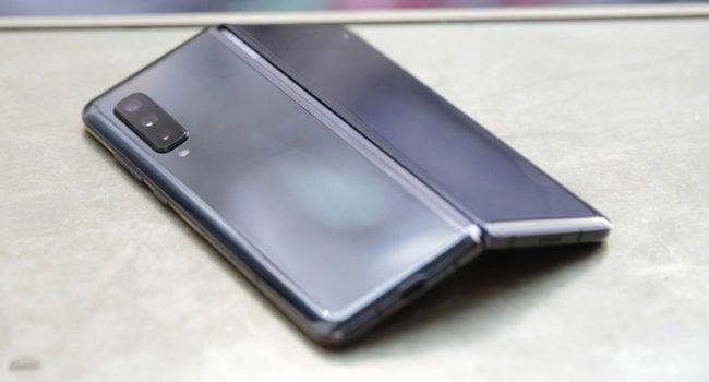 Samsung ujawnił liczbę sprzedanych Galaxy Fold polecane, ciekawostki Sprzedaż, Sasmung, galaxy fold  Dyrektor generalny Samsunga Dong Jin Co. podczas swojego przemówienia do dziennikarzy na CES ujawnił liczbę sprzedanych smartfonów Galaxy Fold. Fold 650x350