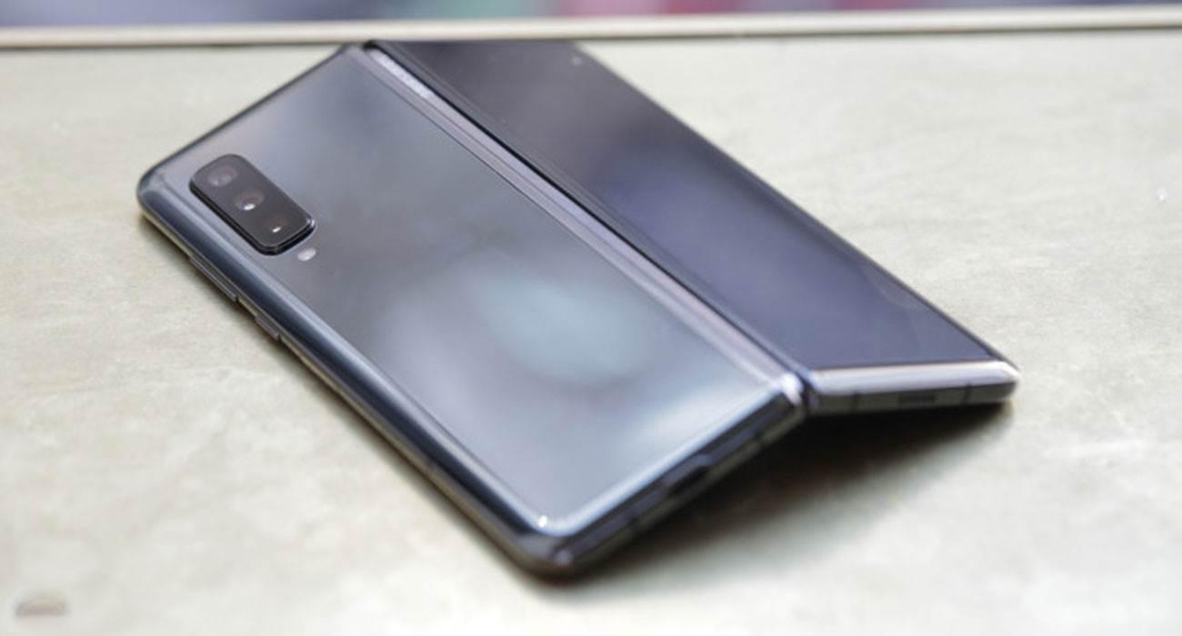 Samsung ujawnił liczbę sprzedanych Galaxy Fold polecane, ciekawostki Sprzedaż, Sasmung, galaxy fold  Dyrektor generalny Samsunga Dong Jin Co. podczas swojego przemówienia do dziennikarzy na CES ujawnił liczbę sprzedanych smartfonów Galaxy Fold. Fold