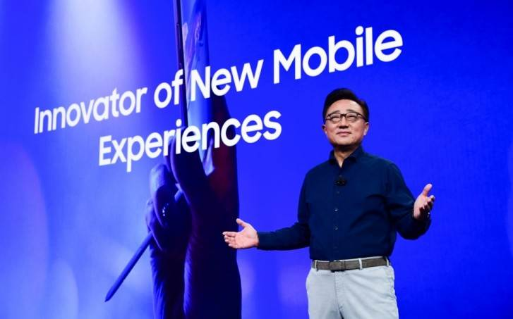 Samsung ujawnił liczbę sprzedanych Galaxy Fold polecane, ciekawostki Sprzedaż, Sasmung, galaxy fold  Dyrektor generalny Samsunga Dong Jin Co. podczas swojego przemówienia do dziennikarzy na CES ujawnił liczbę sprzedanych smartfonów Galaxy Fold. fold 2