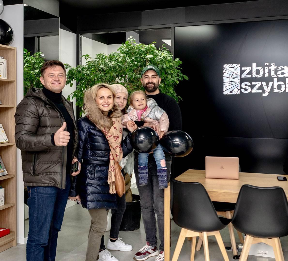 ZbitaSzybka.pl nie zwalnia tempa i otwiera 15 salon w Polsce: Warszawa, Leszno 8 ciekawostki ZbitaSzybka.pl, zbitaszybka, serwis iPhone  ZbitaSzybka.pl to ogólnopolska sieć serwisów sprzętu Apple. Szczycą się, że do tej pory naprawili ponad 100 000 urządzeń takich jak iPhone, MacBook, iPad czy Apple Watch. zbitaszybka 6
