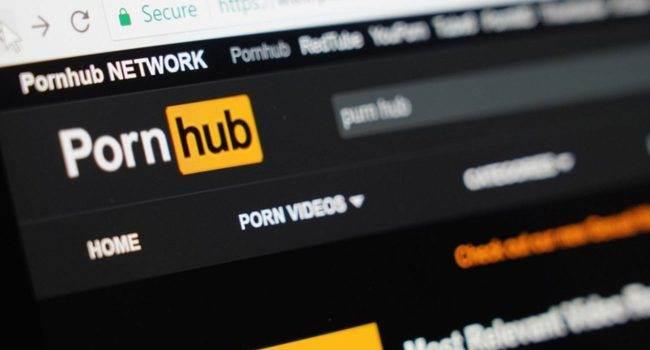 Zostań w domu. Pornhub wprowadza bezpłatną subskrypcję premium dla wszystkich polecane, ciekawostki subskrypcja, pornhub za darmo, Pornhub premium, pornhub, darmowa subskrypcja  Popularna witryna z treściami dla dorosłych Pornhub w związku z panującą pandemią koronawirusa i obowiązkową kwarantanną wprowadziła tymczasową bezpłatną subskrypcję premium dla wszystkich krajów. pornhub 1 650x350