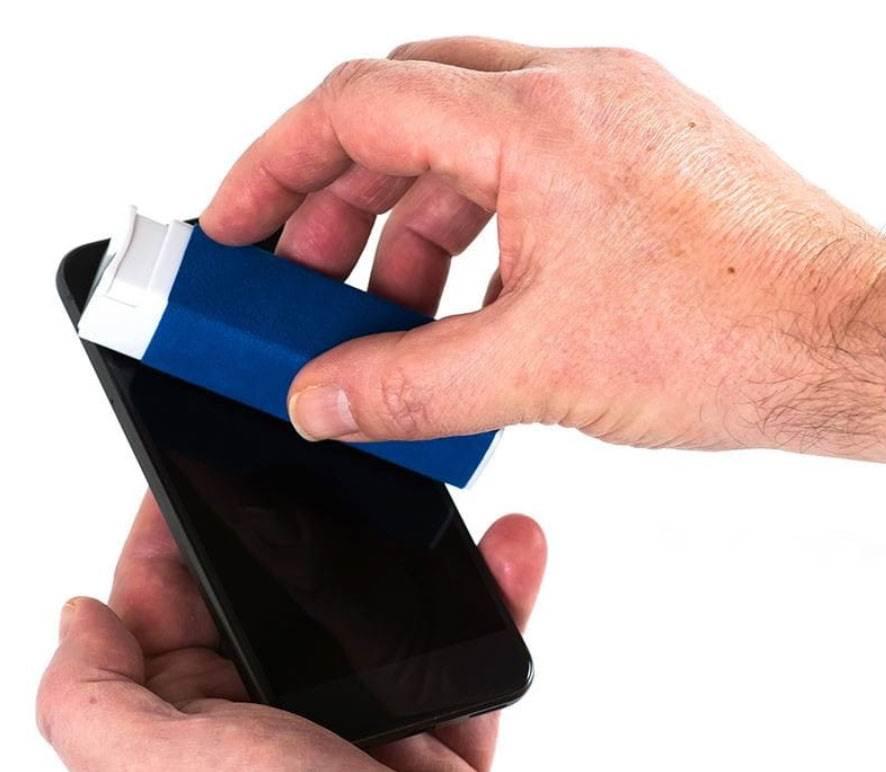 Jak długo koronawirus utrzymuje się na iPhone, iPad, Apple Watch, Mak i innych urządzeniach? Oto najnowsze wyniki badań polecane, ciekawostki MacBook, koronawirus na smarfonie, koronawirus, jak długo utrzymuje się koronawirus na smartfonie, jak czyścić tablet, jak czyścić smartfon, jak czyścić komputer, iPhone, iPad, dezynfekcja  W przeciwieństwie do tego, co sądzono jeszcze kilka tygodni temu, nowe badania potwierdzają, że koronawirus przetrwa także na powierzchniach takich urządzeń jak iPhone'y, iPady i klawiatury Mac. Ale jak długo? splash